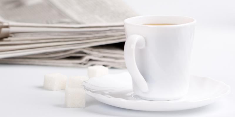 caffè con zollette di zucchero